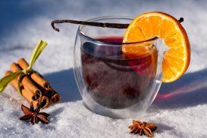 Vin chaud sur neige, illustration que faire en hiver