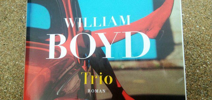 """""""Trio"""" de William Boyd sur sable"""